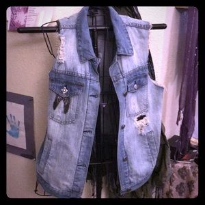 Cutoff hem slightly decorated denim vest sz L!!
